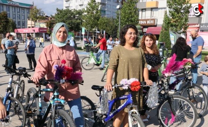 Samsun, Çorum ve Çankırı'da Süslü Kadınlar Bisiklet Turu renkli görüntülere sahne oldu