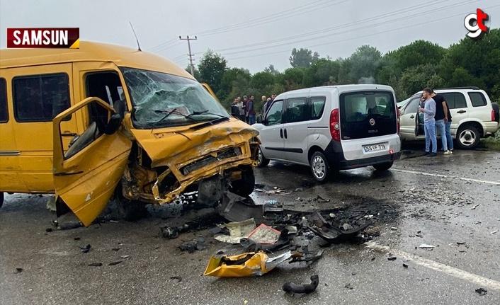 Samsun'da 3 aracın karıştığı trafik kazasında 4 kişi yaralandı