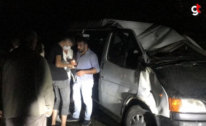 Samsun'da minibüsün devrildi, 13 kişi yaralandı