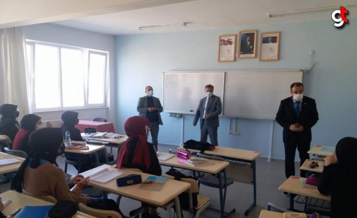 Suluova Kaymakamı Şen eğitim kurumlarını ziyaret etti