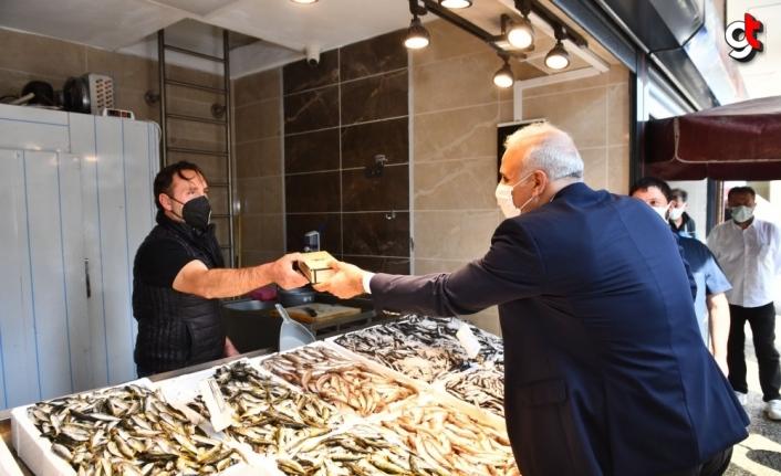 Trabzon Büyükşehir Belediye Başkanı Zorluoğlu Yeni Balık Hali esnafını ziyaret etti