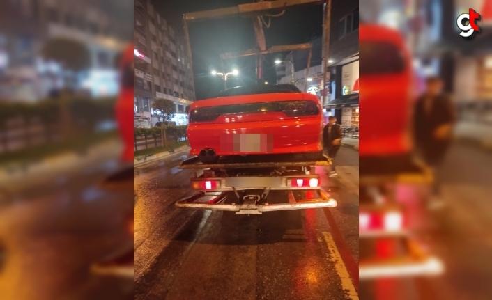 Trabzon'da abartılı egzozu bulunan araç trafikten menedildi