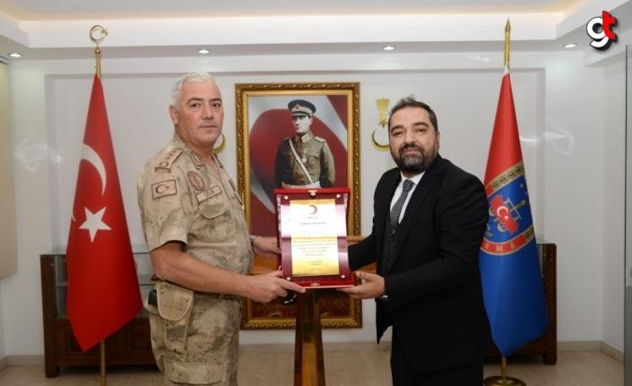 Türk Kızılaydan Kastamonu Jandarma Komando Eğitim Alay Komutanlığına madalya