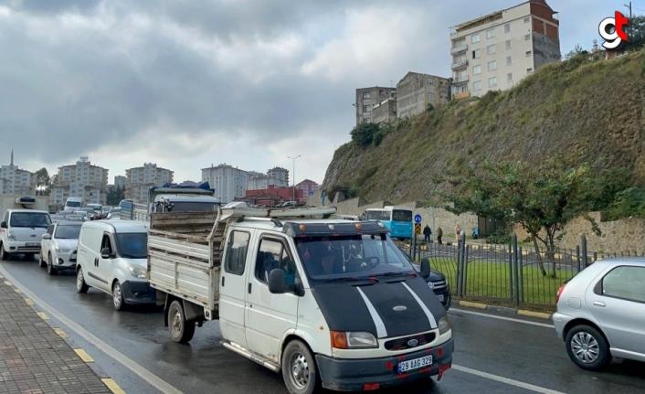 Trabzon'da 10 aracın karıştığı kazada hasar meydana geldi