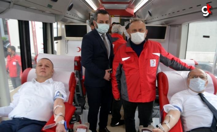 Zonguldak Valisi Tutulmaz'dan kan bağış kampanyasına destek