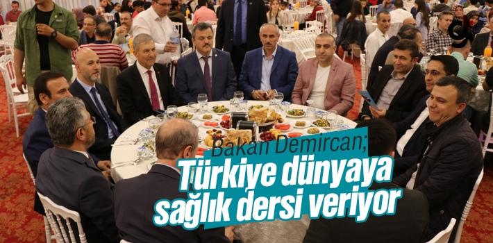"""Bakan Demircan: """"Türkiye dünyaya adeta sağlık dersi veriyor"""""""