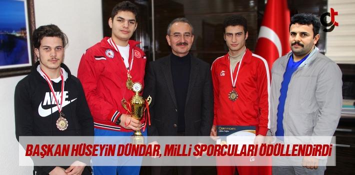 Başkan Hüseyin Dündar, Mili Sporcuları Ödüllendirdi