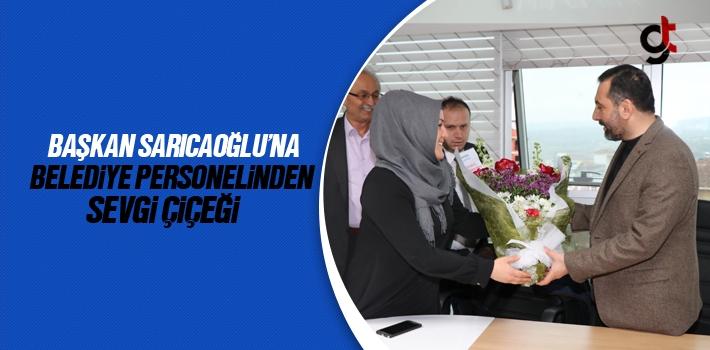 Başkan Sarıcaoğlu'na Belediye Personelinden Sevgi Çiçeği