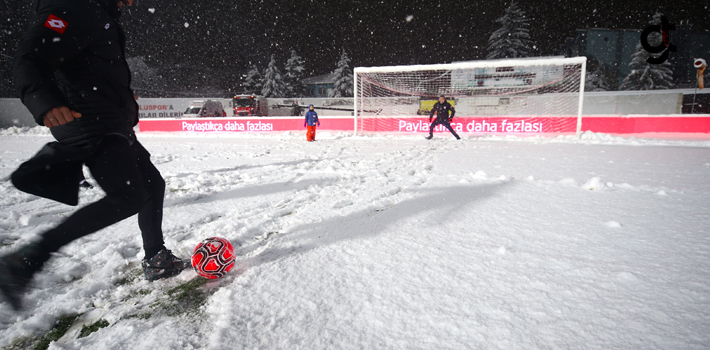 Boluspor ile Galatasaray Maçı Kar Yağışından Dolayı Ertelendi