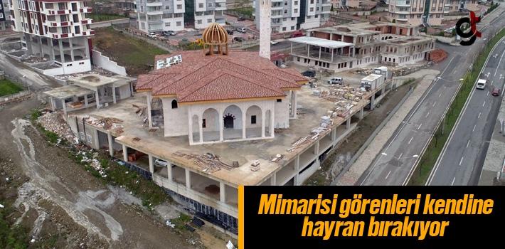 Cami Ve Külliye Mimarisiyle Görenleri Kendine Hayran Bırakıyor