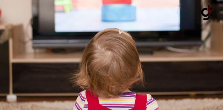 Çocuğunuz Televizyonu Yakından Ve Yüksek Sesle İzliyorsa Dikkat!