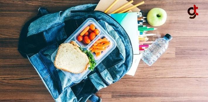 Çocuklarınızın Beslenme Çantasına Peynirli Sandviç Ve Havuç Koyun!