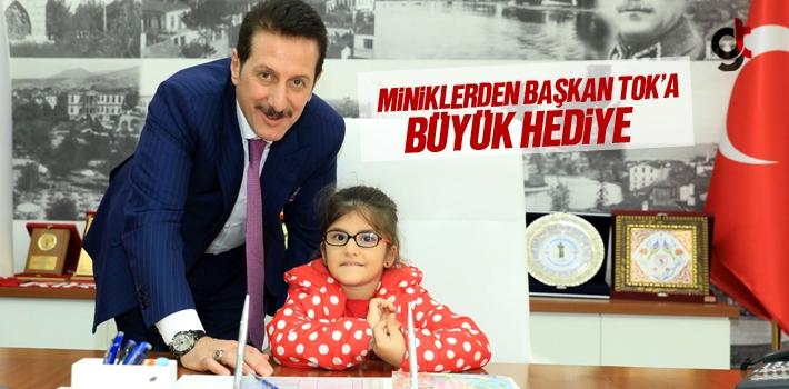 Miniklerden Başkan Erdoğan Tok'a Büyük Hediye