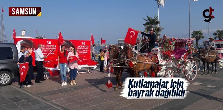 Samsun'da 30 Ağustos Kutlamaları İçin Türk Bayrağı Dağıtıldı