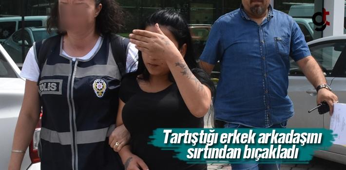 Samsun'da Bir Kişi Tartıştığı Erkek Arkadaşını Sırtından Bıçakladı