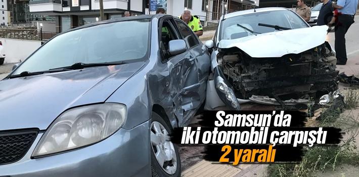 Samsun'da İki Otomobil Çarpıştı:2 Yaralı