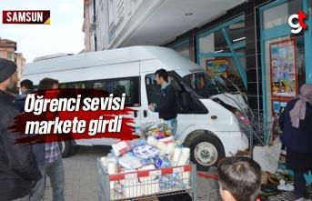 Samsun'da Öğrenci Taşıyan Minibüs Markete...