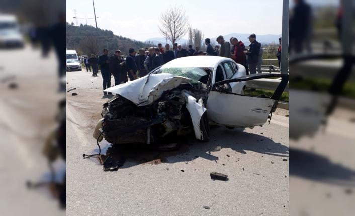 Otomobil tıra çarpıp devrildi: 1 ölü