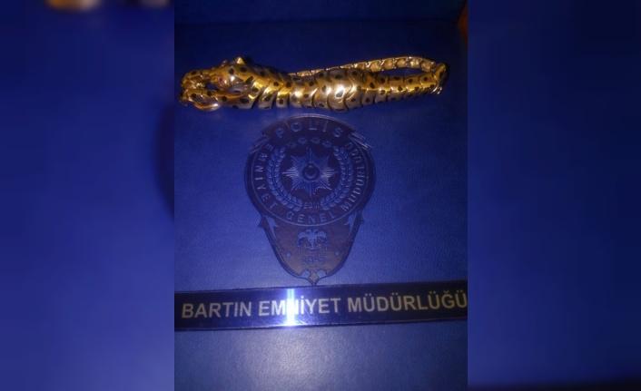 Bulduğu 15 bin liralık yakut işlemeli altın künyeyi...