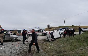 Kastamonu'da ciple otomobil çarpıştı: 2 ölü,...