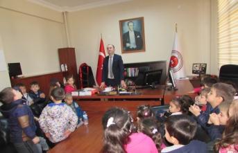 Kavak'ta anaokulu öğrencilerinden adliyeye ziyaret