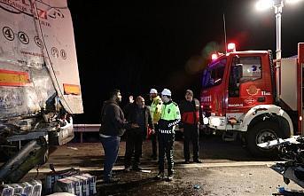 Otoyolda tanker ile tır çarpıştı: 1 yaralı