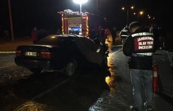 Samsun'da otomobil ile tır çarpıştı: 2 ölü,...