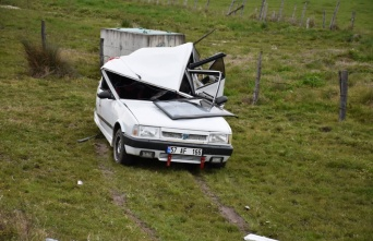 Sinop'ta minibüs park halindeki otomobile çarptı: 7 yaralı