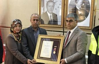 Afrin şehidinin ailesine Devlet Övünç Madalyası