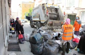 Amasya'da çöp evden bir kamyon atık çıktı