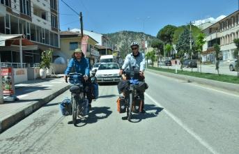 Bisikletle Almanya'dan Hong Kong'a gidiyorlar
