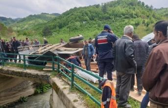 Düzce'de kereste yüklü traktör devrildi: 1 ölü,...