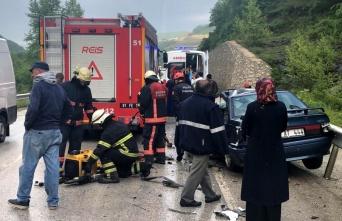 Düzce'de minibüsle otomobil çarpıştı: 1 ölü, 1 yaralı