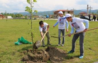Samsun'da engelliler ağaç dikti