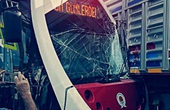 Samsun'da Tramvay Kamyona Çarptı