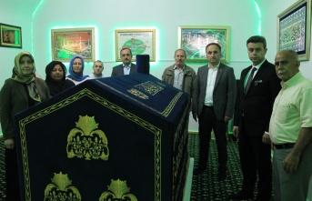 Seyyid Kutbiddin'in sanduka örtüsü yenilendi