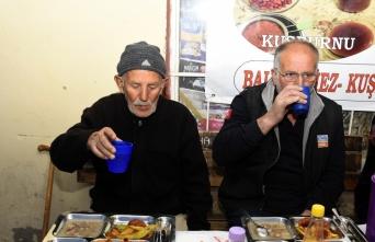 Tanrı misafirleri için 14 yıldır iftar sofrası...