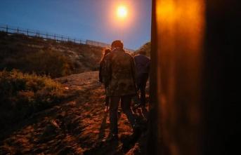 Trump destekçileri Meksika sınırında duvar inşaatına...