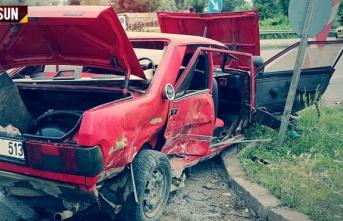 Araçlar çarpıştı 3 kişi yaralandı, sürücü...