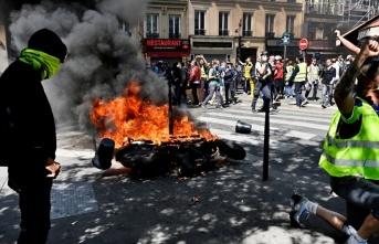 Sarı yelekliler Fransa'da yeniden sokağa çıktı