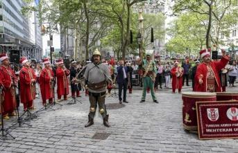 ABD'nin göbeği New York'ta Türk bayrağı ve mehter gösterisi