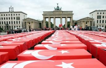 15 Temmuz şehitleri Türk bayrağına sarılı 251...