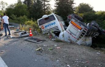 Zincirleme trafik kazasında 1 kişi öldü 5 kişi...