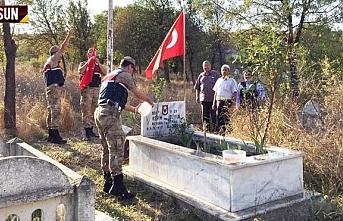 Jandarma, Vezirköprü'de şehit mezarına bakım...