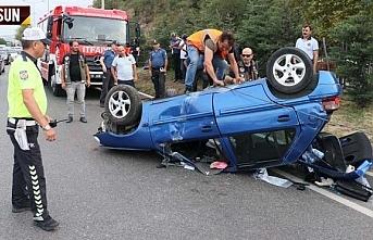 Lovelet önünde araç devrildi 5'i çocuk 9 kişi yaralandı
