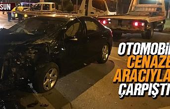 Samsun'da otomobil cenaze aracı ile çarpıştı