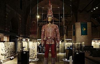 'Altın Elbiseli Adam'ın Türkiye yolculuğu sona...