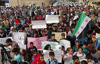Cerablus'ta yaşayan Münbiçliler Esed rejimini protesto...