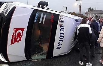 Minibüs devrildi 20 kişi yaralandı
