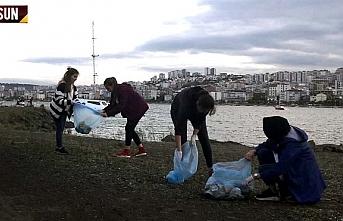 Samsun OMÜ öğrencileri sahilde temizlik yaptı